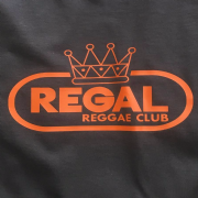 REGAL REGGAE (LOGO SCROLL) CLUB T-SHIRT BROWN